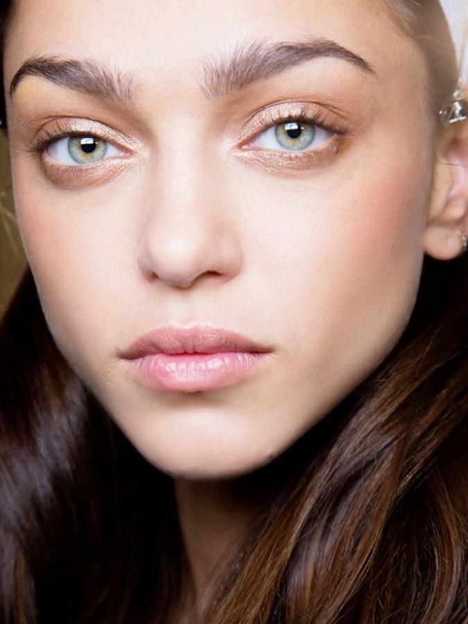 Жидкое золото: макияж с блеском и глиттером 0