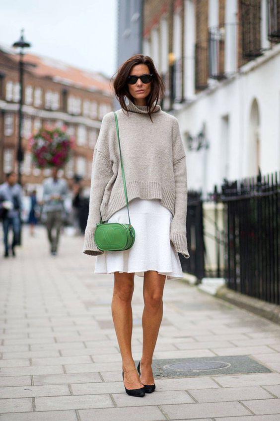 Идея образа: большой свитер поверх платья 1