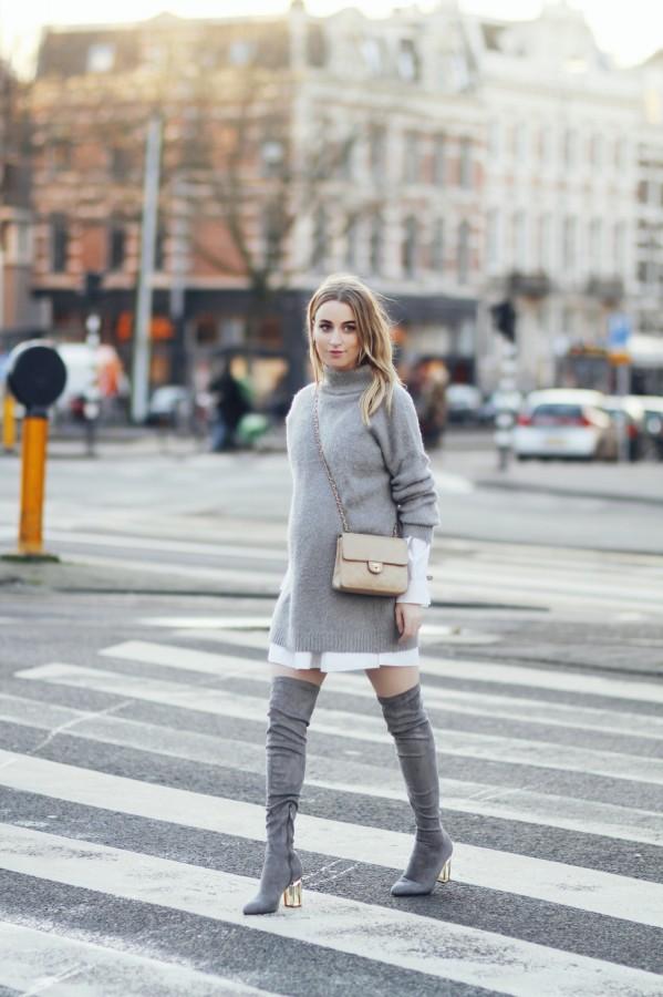 Идея образа: большой свитер поверх платья 0