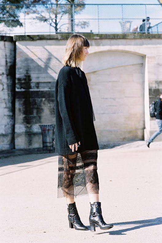 Идея образа: большой свитер поверх платья 4