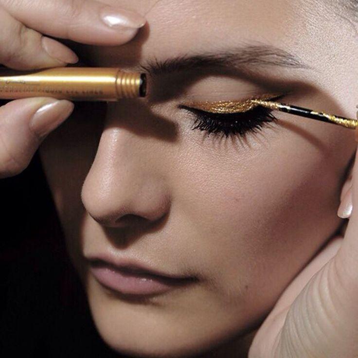 Необычный макияж с двойной золотой стрелкой. Пошаговый урок 0