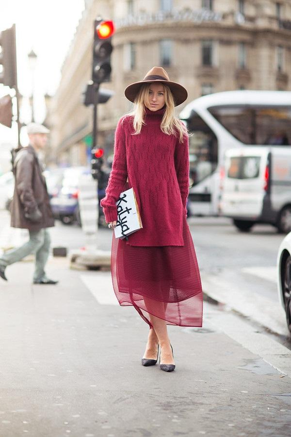 Воплощение нежности: мягкий свитер поверх платья 1