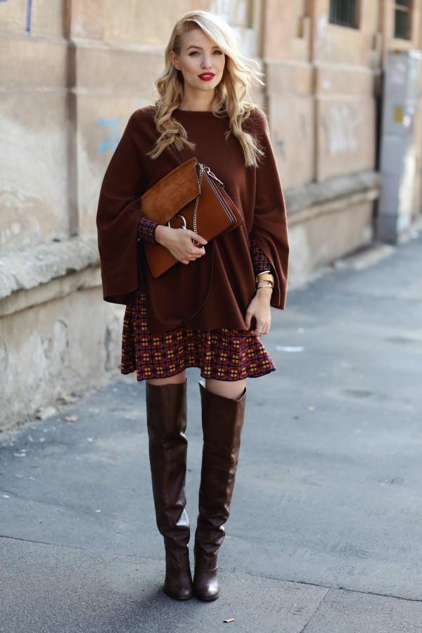 Воплощение нежности: мягкий свитер поверх платья 0