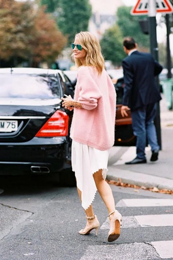 Воплощение нежности: мягкий свитер поверх платья 7