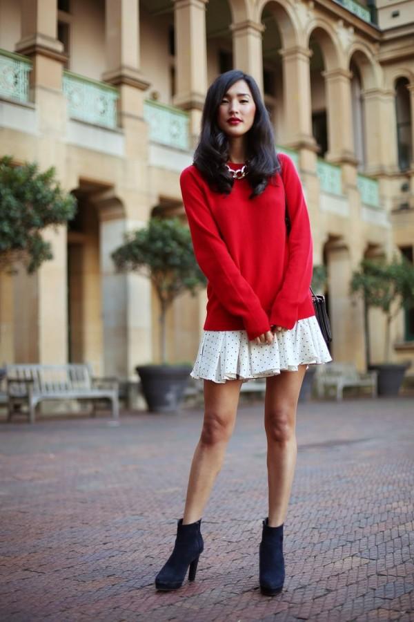 Воплощение нежности: мягкий свитер поверх платья 9