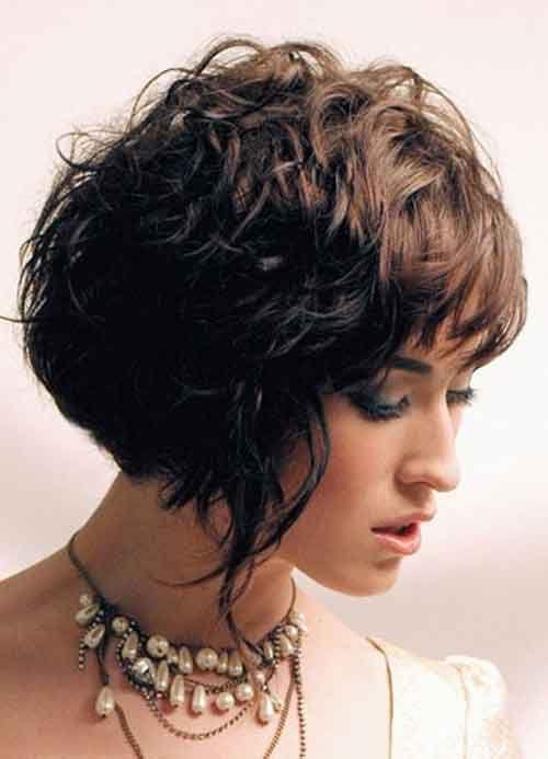 Прическа для вьющихся волос короткой длины