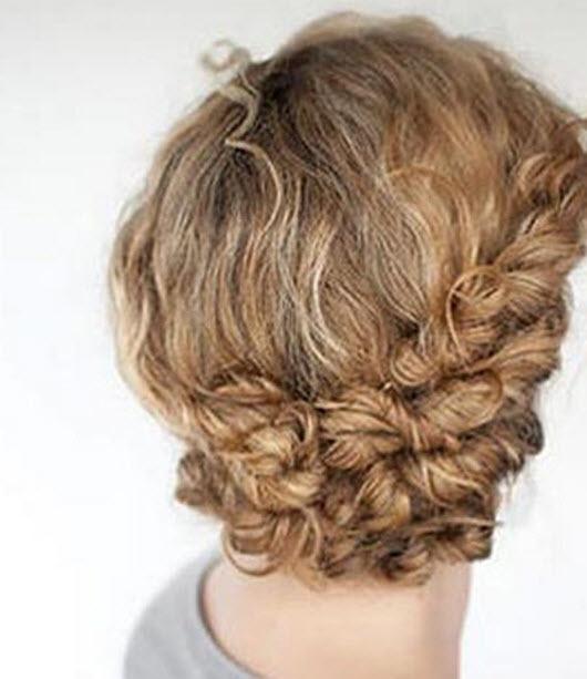 Простая прическа на средние волосы вьющиеся фото